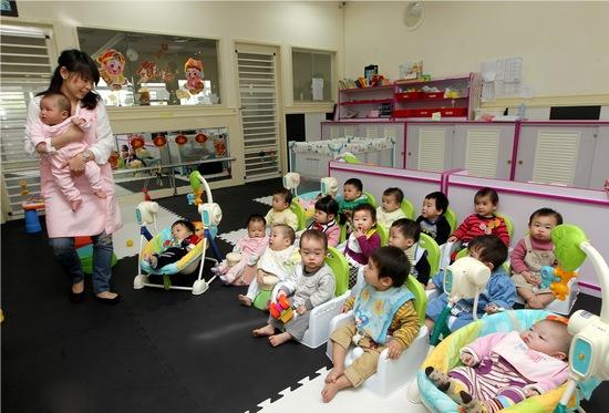 汐止忠厚公共托育中心保母人員照顧0至8個月的嬰兒